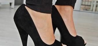 Bayanlar Topuklu Ayakkabıyla Nasıl Yürüyor ?